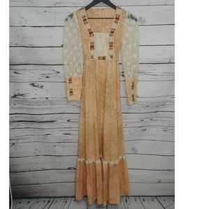 Dresses & Skirts - Vintage Floral and Lace Boho Prairie Dress